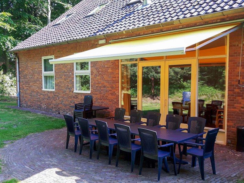Het terras van gebouw A op Meeuwenveen Accommodaties