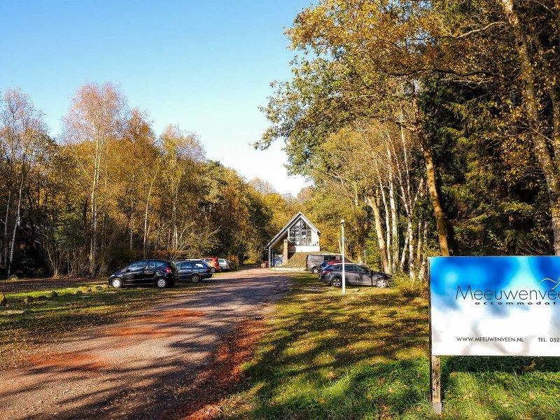 Het nieuwe kantoor aan het eind van de parkeerplaats op Meeuwenveen Accommodaties