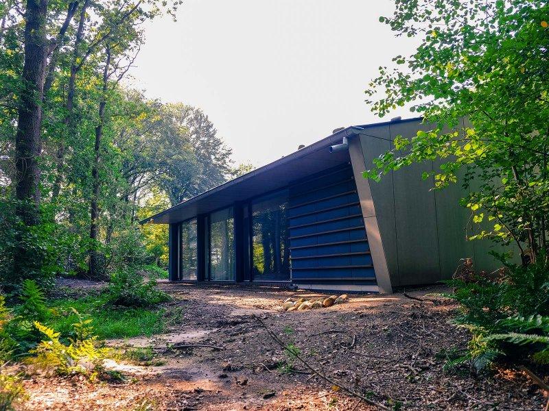 Het bos en de nieuwe zaal raken elkaar net niet
