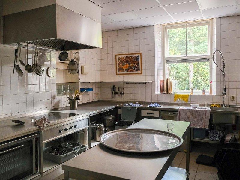 De keuken in Gebouw 2 is geheel gerenoveerd