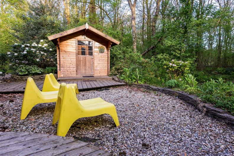 De sauna voor 6 personen achter gebouw C op Meeuwenveen Accommodaties
