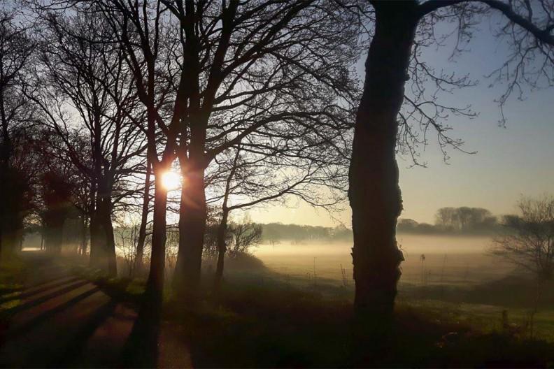 De zon komt op boven Meeuwenveen