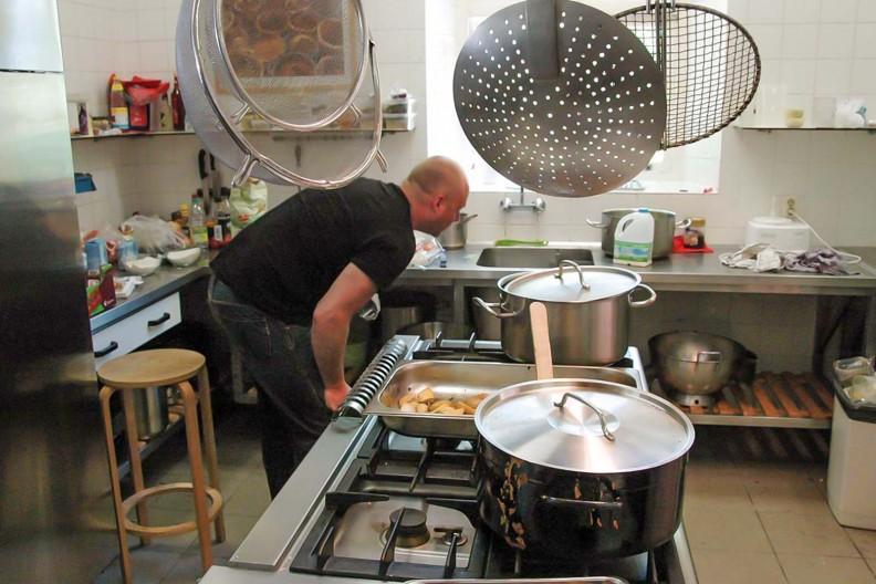 De ruime keuken van gebouw B op Meeuwenveen Accommodaties
